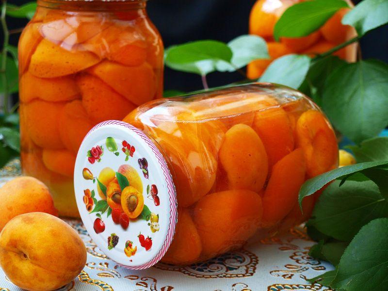 Компот из персиков и абрикосов