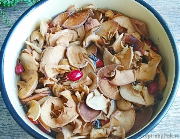 сушеные яблоки и шиповник