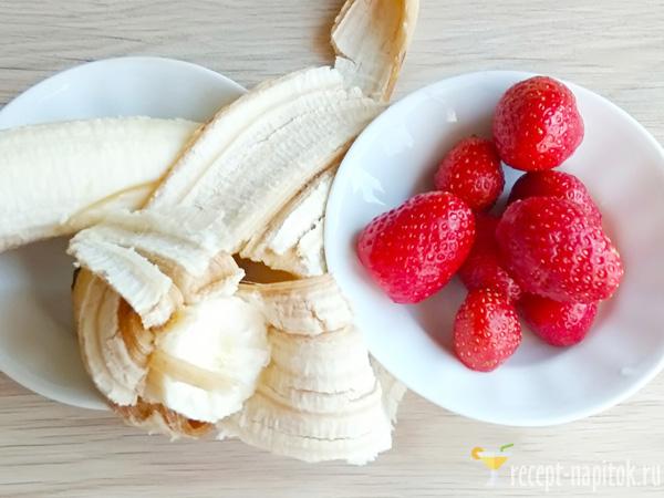 смузи с клубникой и бананом