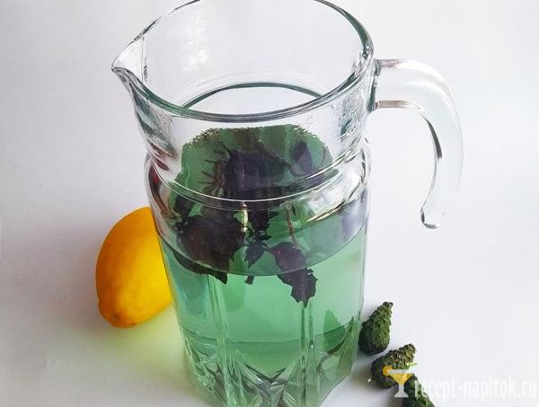 освежающий напиток из базилика и лимона