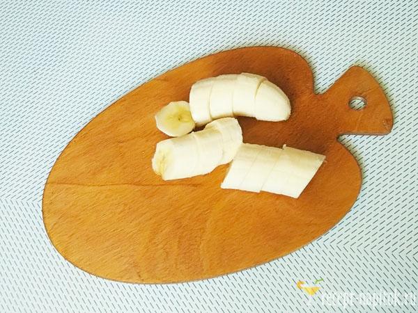 нарезанный банан для смузи
