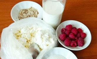 ингредиенты для творожного смузи с малиной