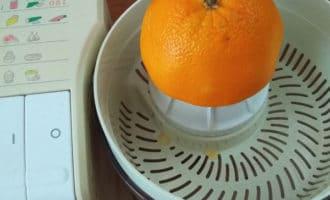 отжимаем сок из апельсина