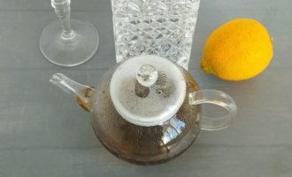 черный чай в заварнике