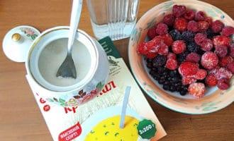 ингредиенты для киселя из замороженных ягод