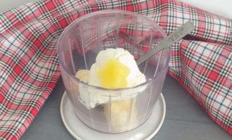 ложка мороженого с фруктовым льдом